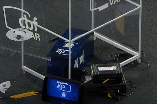 VAR screen stand smashed by Botafogo goalkeeper Gatito Fernández