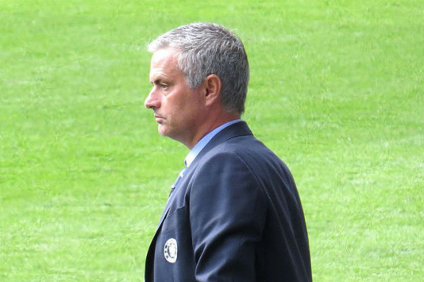 Tottenham Hotspur manager José Mourinho said his goalkeepers told him the goals were too small at Shkëndija in the Europa League