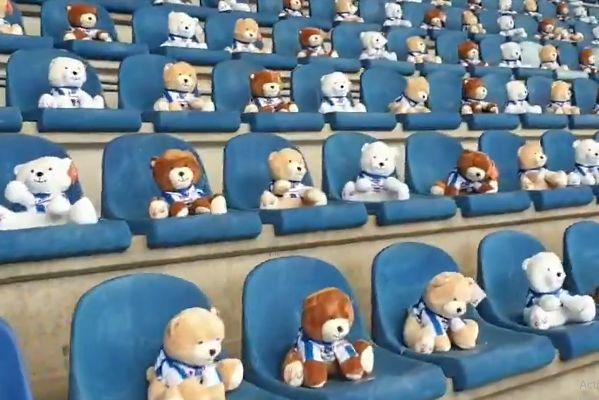 15,000 teddy bears in stands at Heerenveen vs Emmen in Eredivisie match