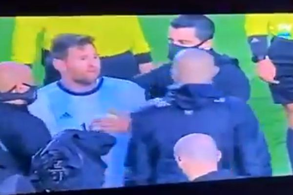 Lionel Messi confronts Bolivia staff member Lucas Nava, with lip-reading analysis from Sergio Agüero