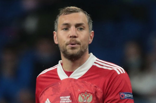 Artem Dzyuba was supported by pilots who flew a plane in the shape of a penis