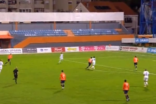Gorica's Kristijan Lovrić scores wind-assisted volley against Šibenik