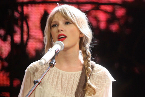 Taylor Swift, whose albums coincide with good results for Brazilian side Corinthians
