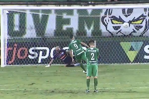 Anselmo Ramon scores Panenka penalty in the 98th minute to win the title for Chapecoense
