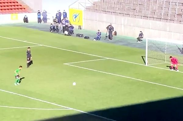Komi Ryota takes a ten-second run-up to his penalty in the 99th All-Japan High School Championship