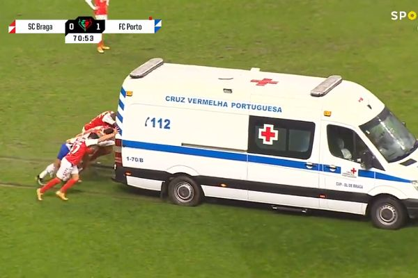 Braga and Porto players push ambulance off pitch during Portuguese Cup semi-final