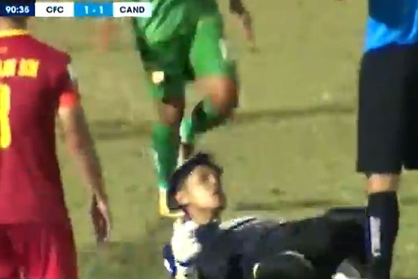 XSKT Can Tho goalkeeper celebrates penalty save against Công An Nhân Dân with knee slide towards referee