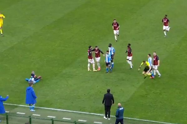 Napoli's Mário Rui trips referee during 1-0 win at Milan