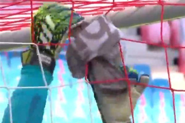 Bayern Munich goalkeeper Manuel Neuer fixes broken net before 1-0 win at RB Leipzig