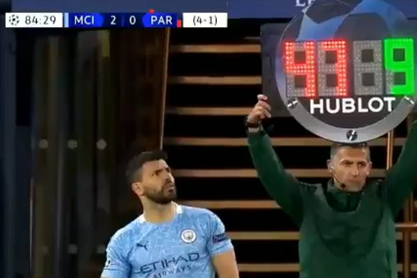 Sergio Agüero sees wrong number on subs board during Man City 2-0 Paris Saint-Germain