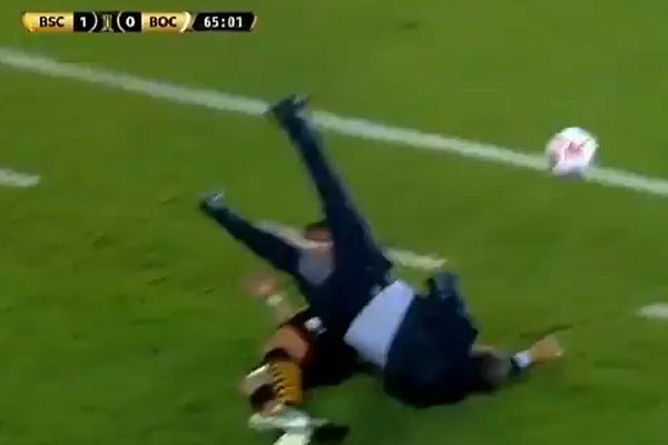 Boca Juniors manager Miguel Ángel Russo clattered by Barcelona SC's Mario Pineida during Copa Libertadores match