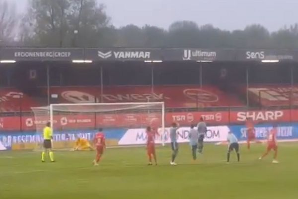 Brian Brobbey kicks penalty out of the stadium during Almere City 1-0 Jong Ajax
