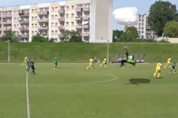 Paraglider's emergency landing halts Olimpia Elbląg vs Pisa Primavera Barczewo reserves match