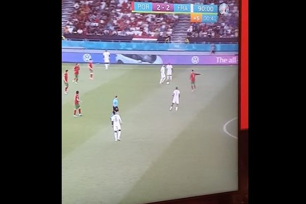 Cristiano Ronaldo points where he wants Karim Benzema to pass the ball during Portugal 2-2 France at Euro 2020